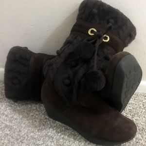 Report Shoes - Brown Sweater Boots with Cute Pom Poms